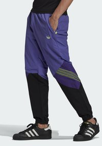 adidas Originals - SPRT ARCHIVE WOVEN TRACKSUIT BOTTOMS - Pantalon de survêtement - purple - 0