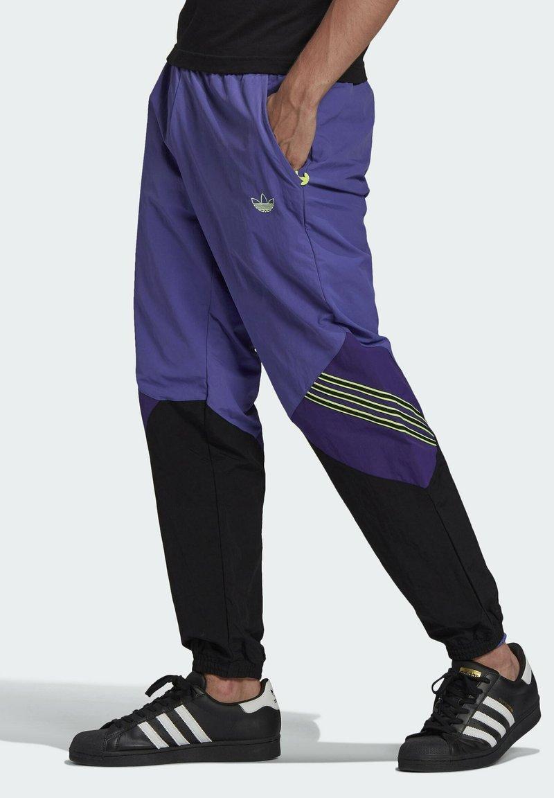 adidas Originals - SPRT ARCHIVE WOVEN TRACKSUIT BOTTOMS - Pantalon de survêtement - purple