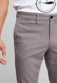 Tommy Hilfiger - DENTON LOOK - Pantalones chinos - grey - 3
