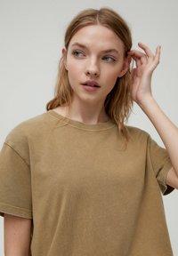 PULL&BEAR - Print T-shirt - brown - 3