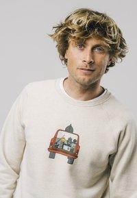 Brava Fabrics - 4WHEELS  - Sweatshirt - grey - 3