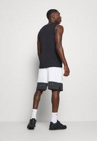 Nike Performance - SHORT - Korte broeken - white - 2