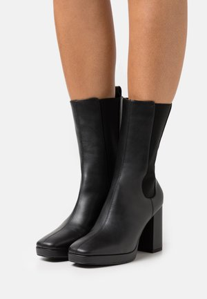 VEGAN STEVIE BOOT - Ankelboots med høye hæler - black