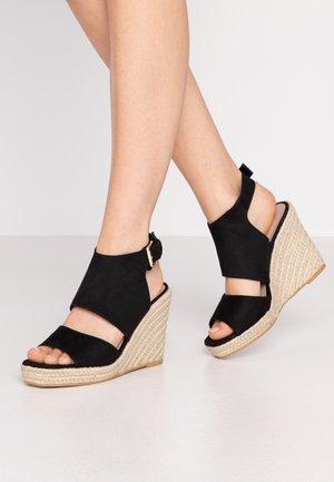 WREN HIVAMP WEDGE - Sandály na vysokém podpatku - black