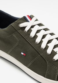 Tommy Hilfiger - ICONIC LONG LACE - Sneakers - khaki