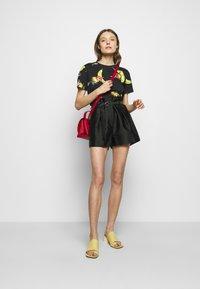 3.1 Phillip Lim - ORIGAMI  - Shorts - black - 1