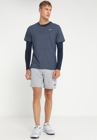 Nike Performance - DRY TEE CREW SOLID - Basic T-shirt - obsidian heather - 1