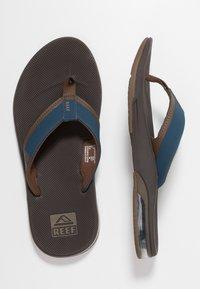 Reef - FANNING LOW - Sandály s odděleným palcem - navy/brown - 1