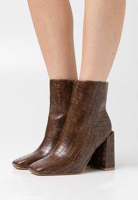 Glamorous Wide Fit - Kotníková obuv na vysokém podpatku - brown - 0