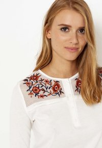 Camaïeu - T-shirt à manches longues - craie - 2