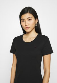 Tommy Hilfiger - SLIM ROUND NECK - Basic T-shirt - black - 3