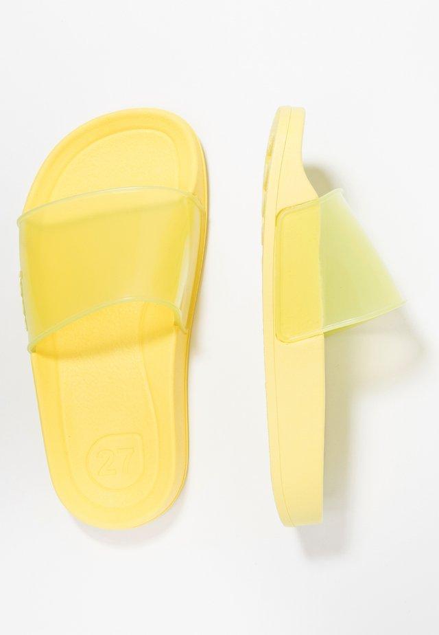 BEACH CRISTAL - Rantasandaalit - yellow