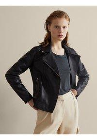 Massimo Dutti - NAPPA - Leather jacket - black - 0