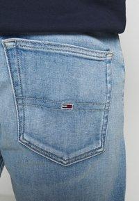 Tommy Jeans - REY RELAXED - Džínové kraťasy - quince light blue - 5