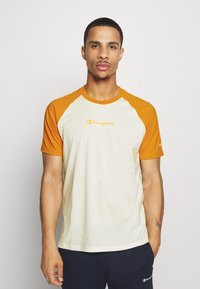 Champion - LEGACY CREWNECK  - T-shirt con stampa - off-white/yellow - 0