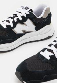 New Balance - 5740 UNISEX - Sneakers - black/white - 5