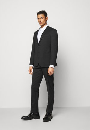 TRAVEL SUIT - Suit - black