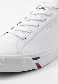 Tommy Hilfiger - CORPORATE - Sneakers laag - white - 5
