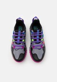 New Balance - GESHALB UNISEX - Běžecké boty do terénu - black/multicolor - 3