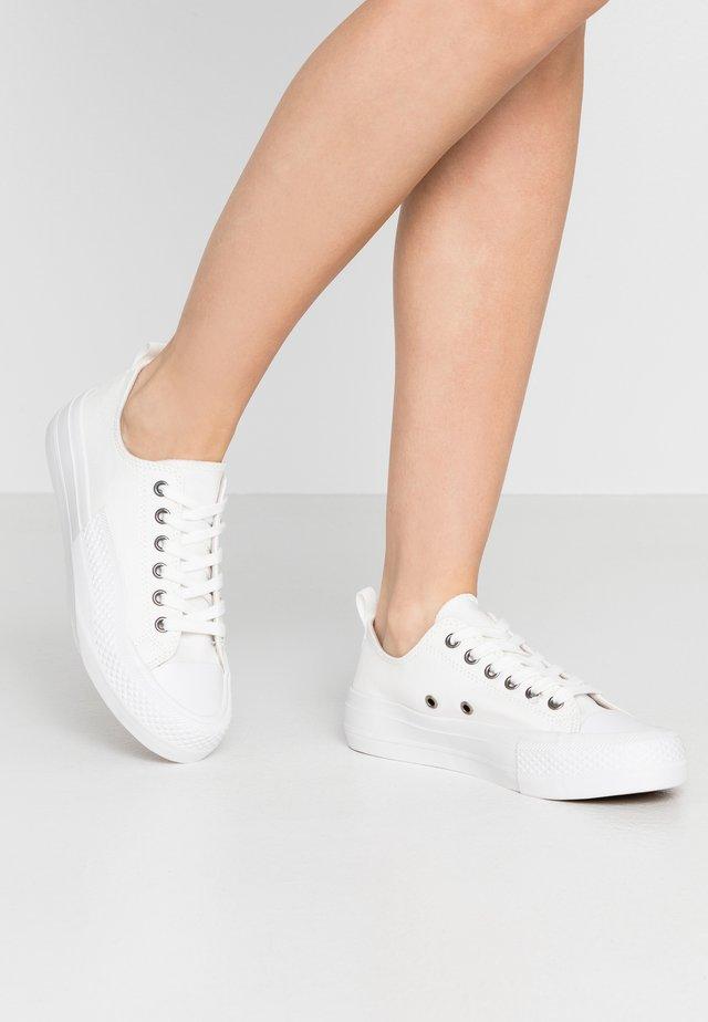 BIADALE - Matalavartiset tennarit - white