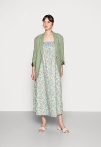 Résumé - EILEEN DRESS - Denní šaty - pastel green - 1