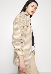 Noisy May - NMSTANNY  FLANNY  - Classic coat - pristine/with tannin houndstooth - 3