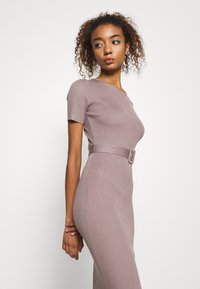 Missguided - SELF BELT MIDAXI DRESS - Jumper dress - brown - 3
