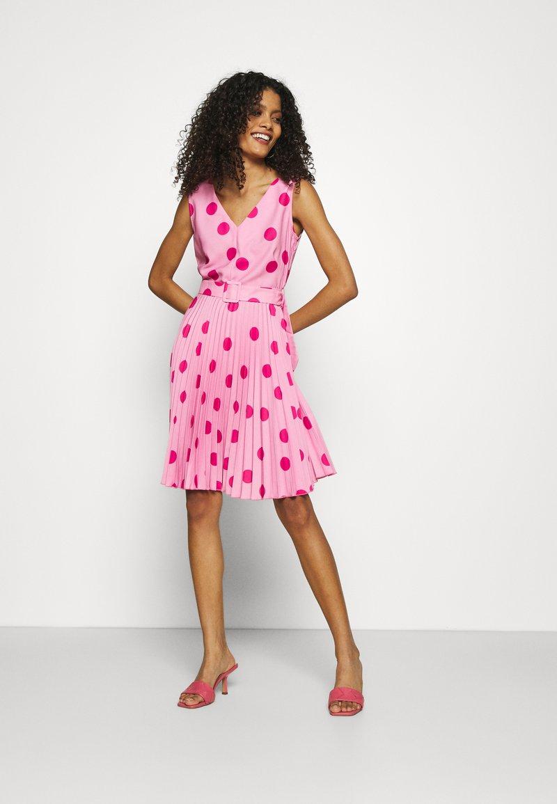 Closet - CLOSET V-NECK PLEATED DRESS - Day dress - pink