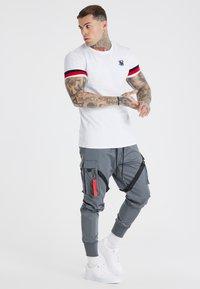 SIKSILK - COMBAT TECH CARGO PANTS - Cargo trousers - light grey - 1