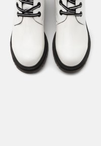 Marco Tozzi by Guido Maria Kretschmer - Lace-up ankle boots - white - 5