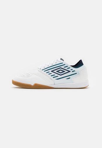 CHALEIRA II PRO - Fotbollsskor inomhusskor - white/peacoat/capri breeze