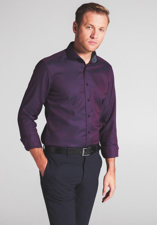 SLIM FIT - Shirt - rot/blau