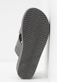 flip*flop - WEDGE CROSS - Heeled mules - steel - 6