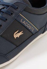 Lacoste - CHAYMON - Sneakersy niskie - navy/black - 5