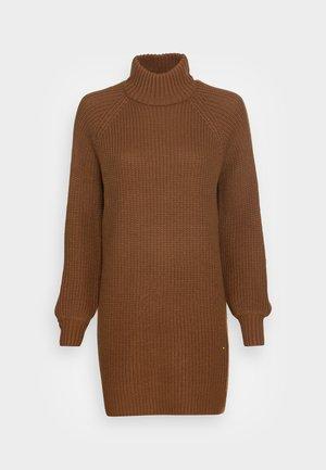 TIMMY  DRESS - Svetríkové šaty - partridge