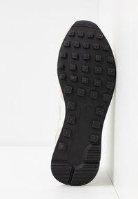 Nike Sportswear - INTERNATIONALIST - Sneaker low - phantom/light bone/summit white/black - 6