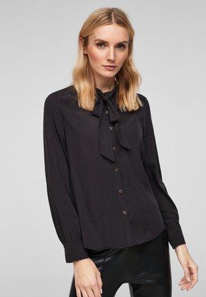 MIT SCHLUPPE - Button-down blouse - black