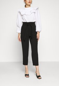 ONLY Petite - ONLSURI AINA PANTS - Bukse - black - 0