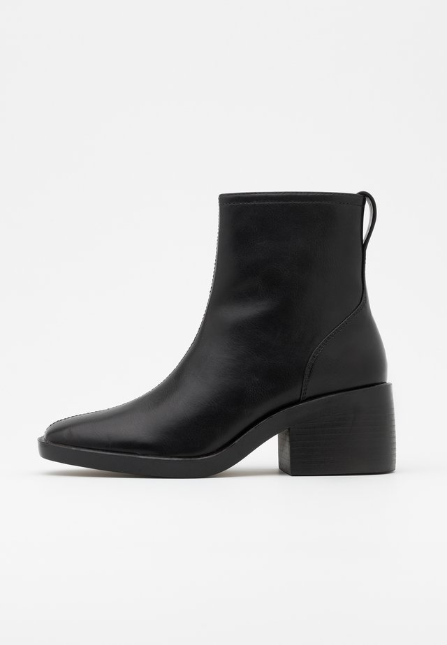 ONLBLUSH HEELED BOOT - Støvletter - black