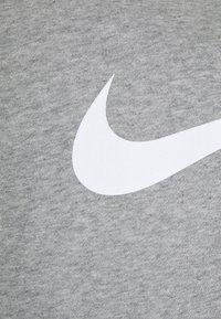 Nike Sportswear - REPEAT CREW - Sweatshirts - grey heather/white/black - 6