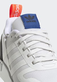 adidas Originals - MULTIX UNISEX - Zapatillas - crystal white/footwear white/core black - 8