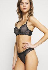 DORINA CURVES - KNIGHT - Underwired bra - black - 3