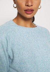 Vero Moda Petite - VMDOFFY NECK BLOUSE  - Pullover - blue - 5