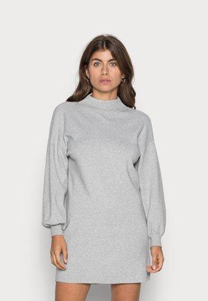 VMNANCY FUNNELNECK DRESS - Gebreide jurk - light grey melange