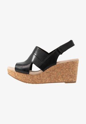 ANNADEL  - Sandály na platformě - black