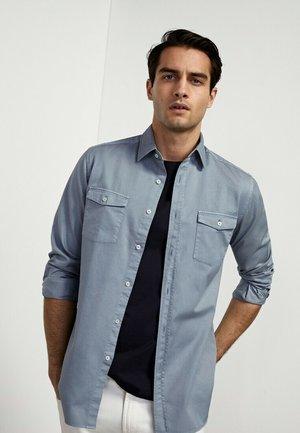 MIT DOPPELTEN TASCHEN - Shirt - blue
