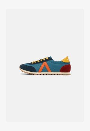 RUNNING UNISEX - Sneakers basse - azul