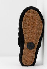 UGG - FLUFF YEAH SLIDE - Platform sandals - black - 6