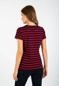 Armor lux - MORGAT MARINIÈRE - Print T-shirt - rich navy/braise - 1