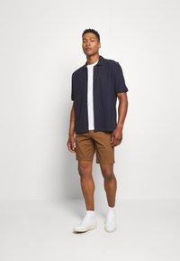 Burton Menswear London - 2 PACK - Shorts - navy/toffee - 0